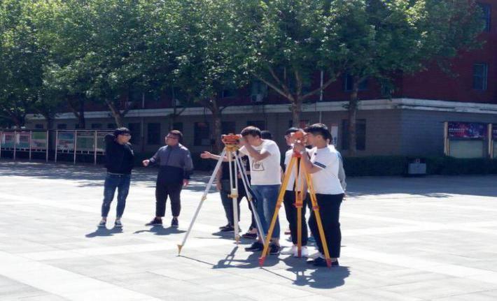 铁道轨道交通运输系开展 《铁路工程测量》实践课